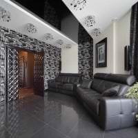 натяжной черный потолок в дизайне кухни картинка