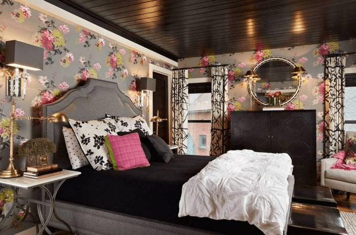 деревянный черный потолок в интерьере гостиной