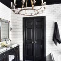 деревянный черный потолок в декоре гостиной фото