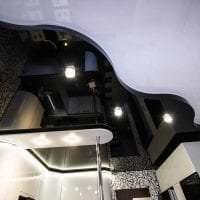 красивый черный потолок в стиле спальни картинка