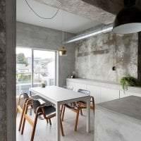 отделка потолка с раствором бетона в спальне фото
