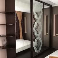 интерьер углового шкафа в гостиной из дерева картинка