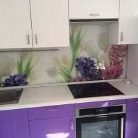 искусственные цветы в интерьере кухни фото