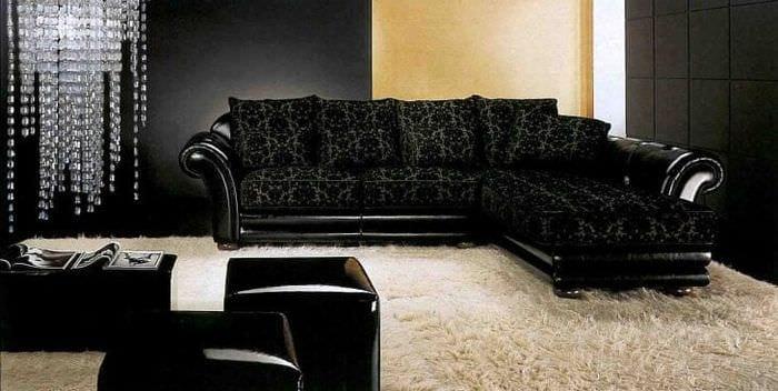 кожаный угловой диван в интерьере прихожей