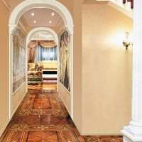 яркая арка в дизайне коридора фото