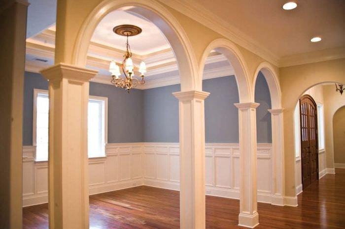 яркая арка в дизайне квартиры