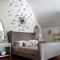 необычные бабочки в декоре прихожей картинка