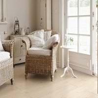 яркий белый дуб в декоре спальни фото