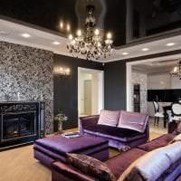 красивый черный потолок в декоре прихожей картинка