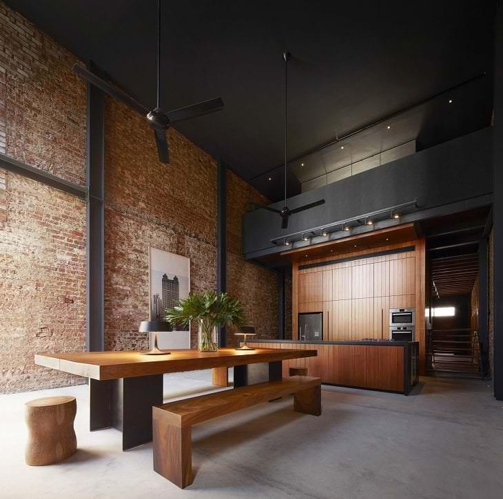 красивый черный потолок в стиле квартиры