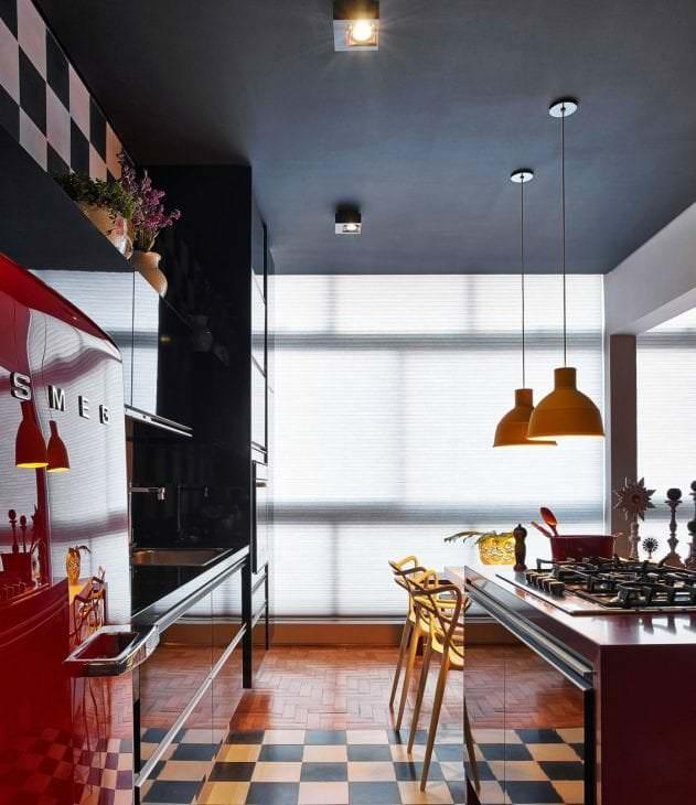 красивый черный потолок в дизайне дома
