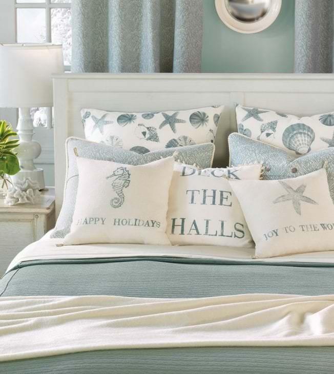 яркий цвет тиффани в декоре спальни