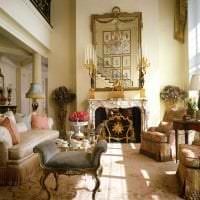 яркий интерьер коридора в французском стиле картинка