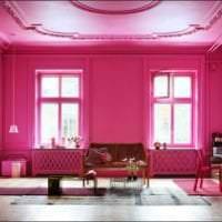 яркий дизайн гостиной в цвете фуксия картинка