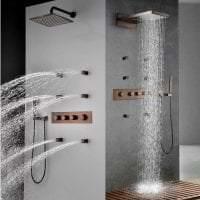 яркий стиль ванной комнаты с душем в светлых тонах картинка