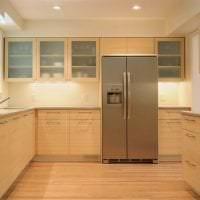 красивый интерьер бежевой кухни в стиле классика картинка