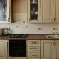 красивый дизайн бежевой кухни в стиле шебби шик фото