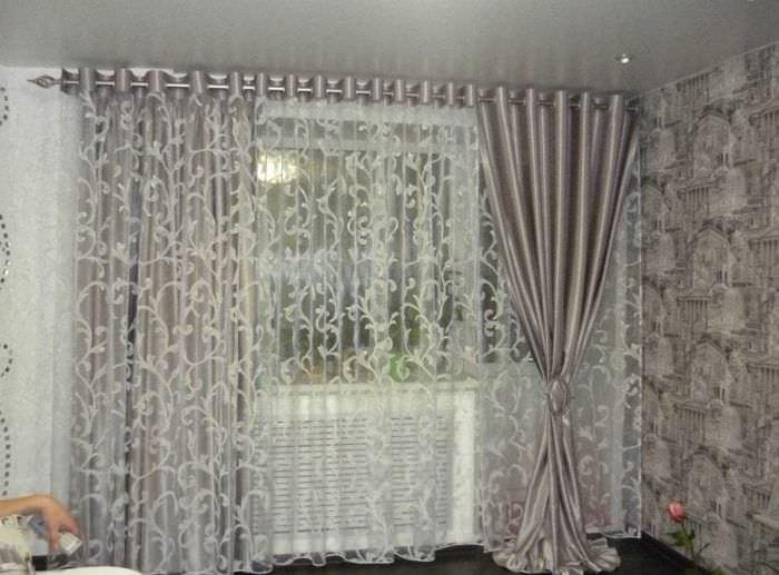 светлый хлопковый тюль в интерьере гостиной