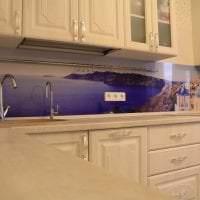 светлый интерьер бежевой кухни в стиле хай тек картинка