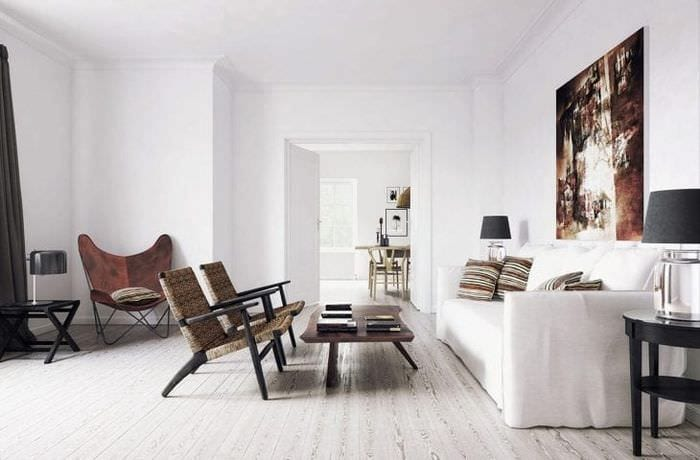 яркий дизайн коридора в белых тонах