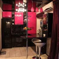 необычный декор гостиной в цвете фуксия картинка