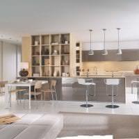 светлый дизайн белой кухни с оттенком голубого картинка
