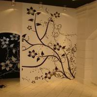 необычный трафарет в дизайне коридора картинка