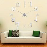 деревянные часы в гостиной в стиле хай тек фото