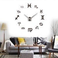 пластиковые часы в гостиной в стиле классика картинка