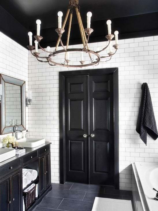 красивый черный потолок в декоре квартиры
