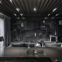 деревянный черный потолок в интерьере квартиры картинка
