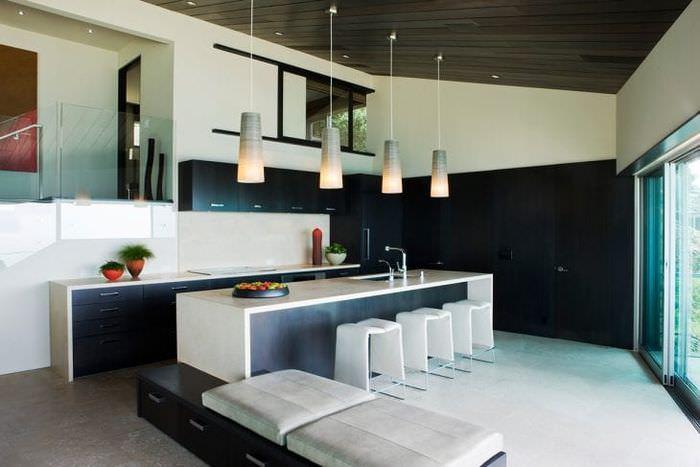 натяжной черный потолок в дизайне квартиры