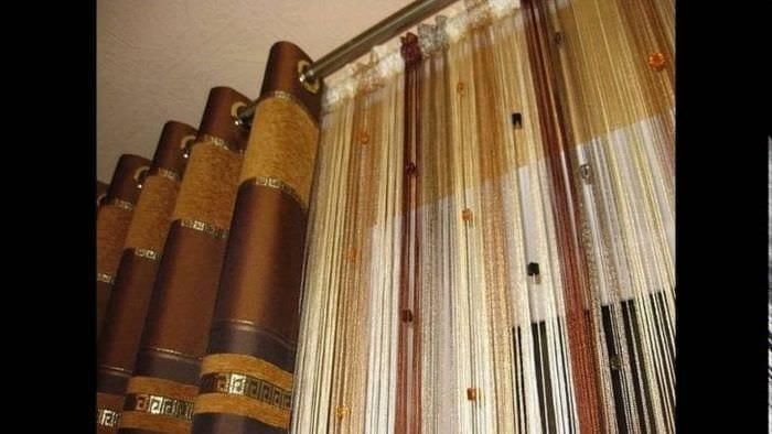 цветные шторы нити в стиле кухни