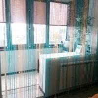 необычные шторы нити в дизайне спальни картинка