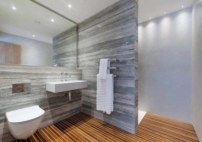 красивый стиль ванной комнаты с душем в светлых тонах