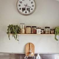 металлические часы в спальне в стиле хай тек фото