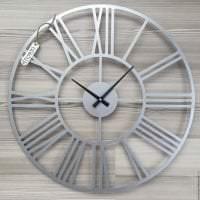 металлические часы в спальне в стиле минимализм картинка