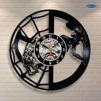 деревянные часы в коридоре в стиле минимализм фото