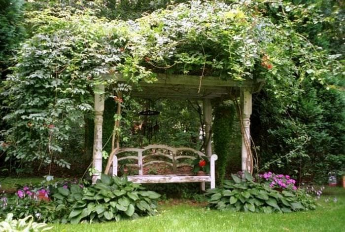шикарный ландшафтный дизайн дачного участка в английском стиле с деревьями