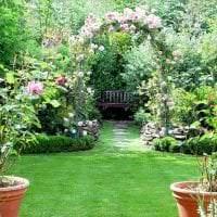 красивый ландшафтный дизайн дачи в английском стиле с цветами фото