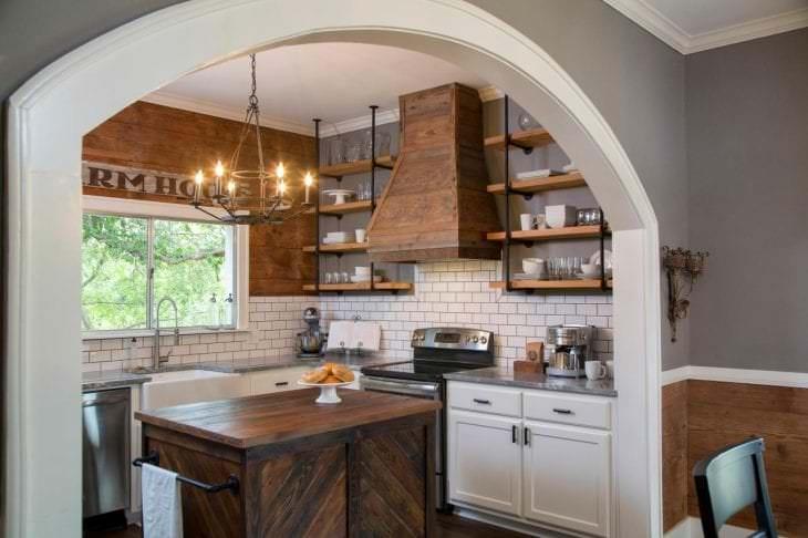 светлая арка в дизайне квартиры
