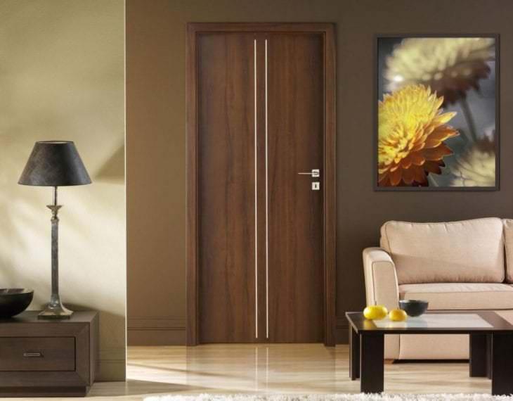 светлые двери в стиле прихожей