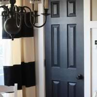 яркие двери в дизайне кухни картинка
