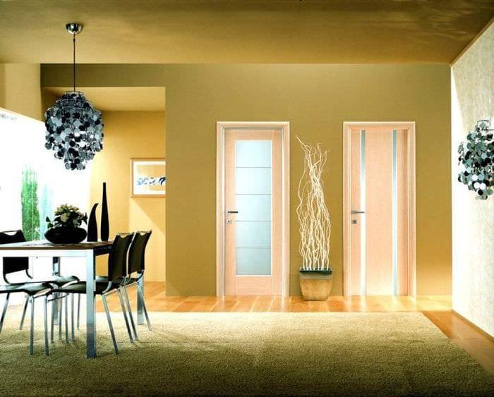 В интерьере квартиры разные двери