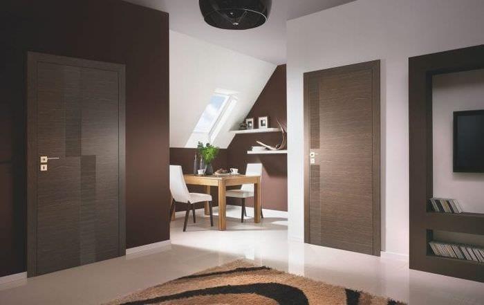 яркие двери в интерьере кухни