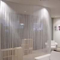 светлые шторы нити в интерьере прихожей картинка