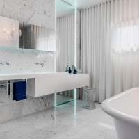 светлый белый пол в дизайне коридора картинка