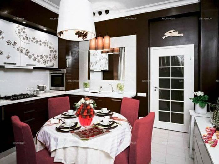 Кухня шоколадного цвета в интерьере