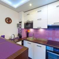 необычный дизайн квартиры в цвете фуксия фото