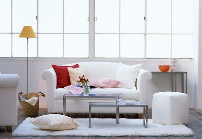 белый диван в интерьере квартиры